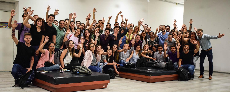 Estudiantes y tutores del programa Lazos consultores MiPyMEs saludan