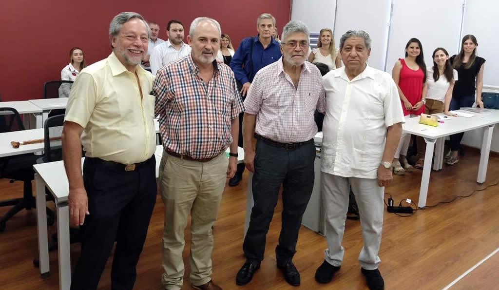Los profesores Toselli y Altamira Gigena posan rodeando a Morcillo y Pihén