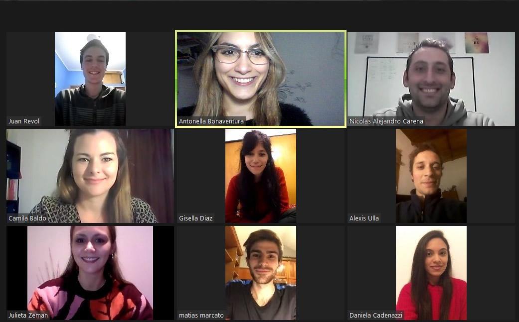 Los y las estudiantes del grupo ganador del reto internacional LABSAG en una videollamada grupal por Zoom