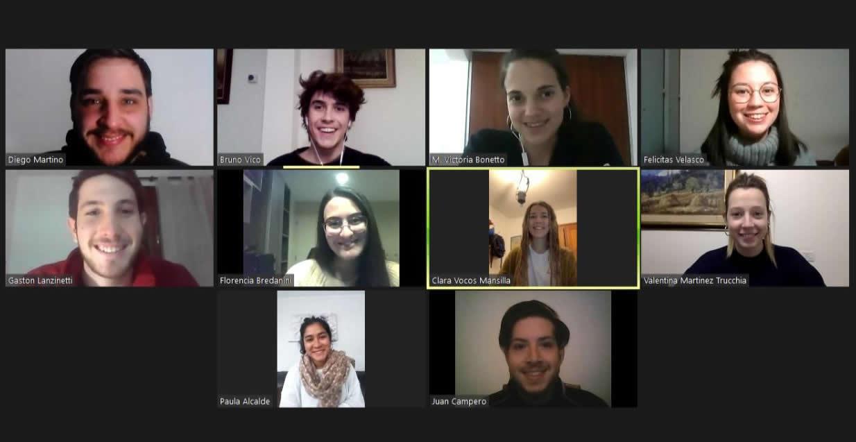 Los y las estudiantes del grupo que finalizó tercero en el reto internacional LABSAG en una videollamada grupal por Zoom