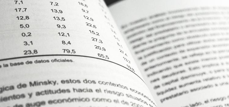 Dos páginas de una revista científica, donde hay una tabla con números